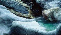 canyon_caves_01.jpg