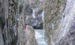canyon_caves_12.jpg