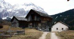 hut_house_136.jpg